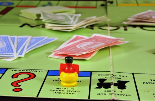 play board game monopoly