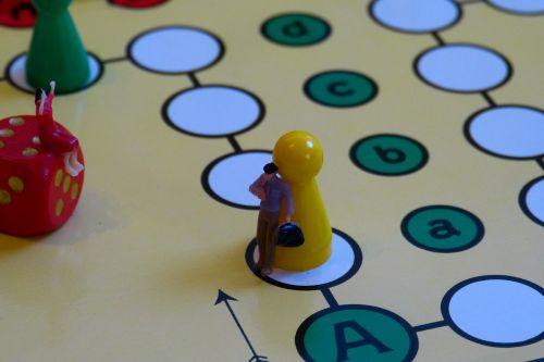 play board game gesellschaftsspiel