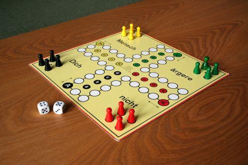 play parchesi up not gesellschaftsspiel