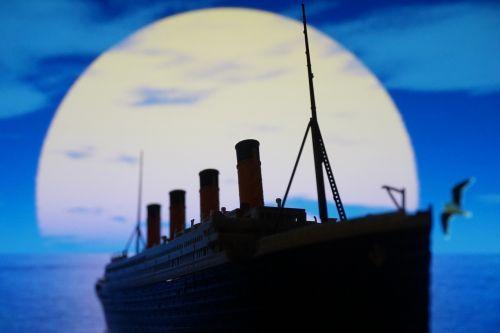 pleasure boat times titanic