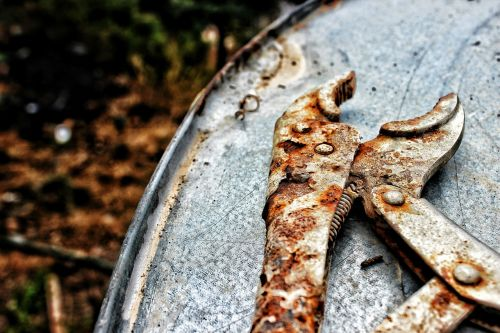 pliers rusted tool