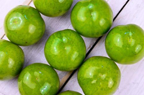 plum fruit green