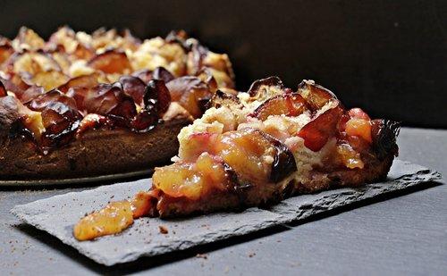 plum cake  plums  streusel cake