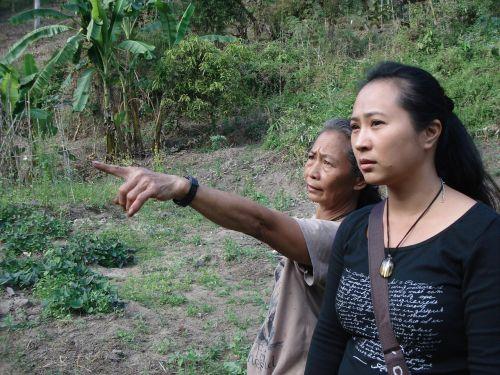 pointing thai thai women