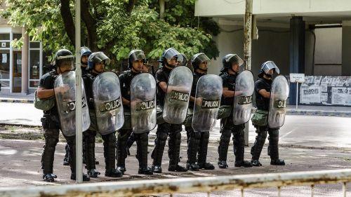 policija,protestas,skydai,riaušės