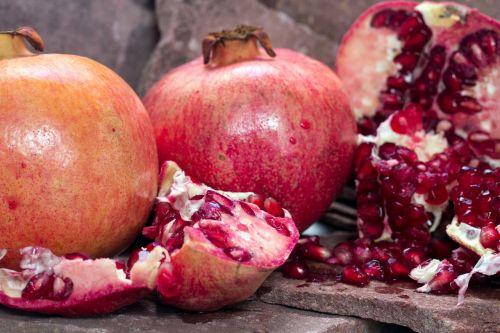 pomegranate fruit cores