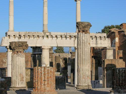 pompei ionic pillars