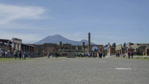 pompei ruins square vesuvius