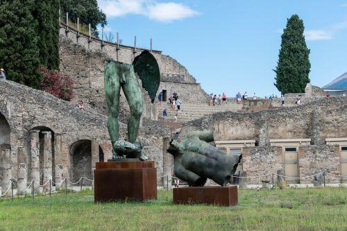 pompeii statue italy