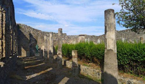 pompeii excavations naples