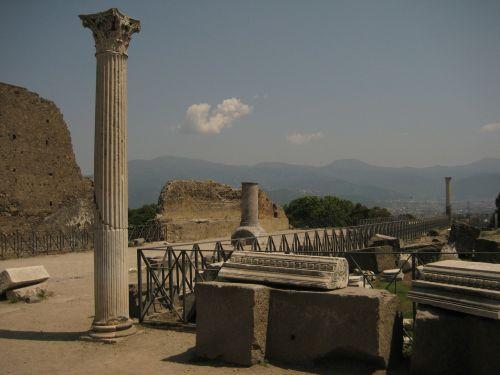 pompeii columnar statue