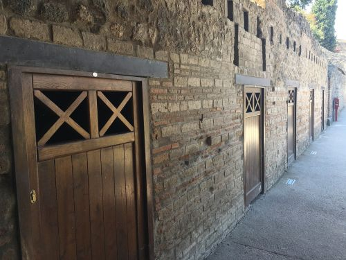 pompeii doors italy