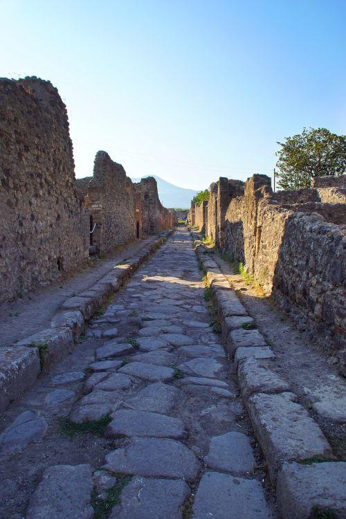 pompeii italy ancient ruins