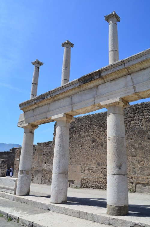 pompeii  columns  arcade