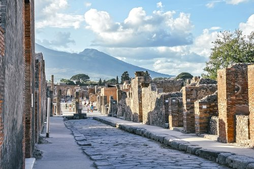 pompeii  vesuvius  street