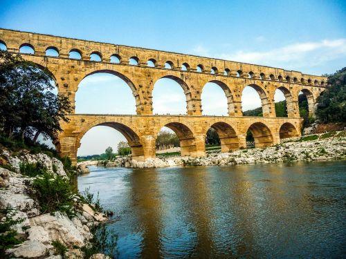 pont du gard nimes arles