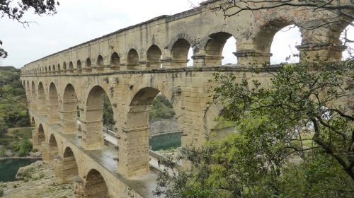 pont du gard viaduct bridge
