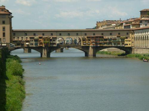 ponte vecchio tuscany italy