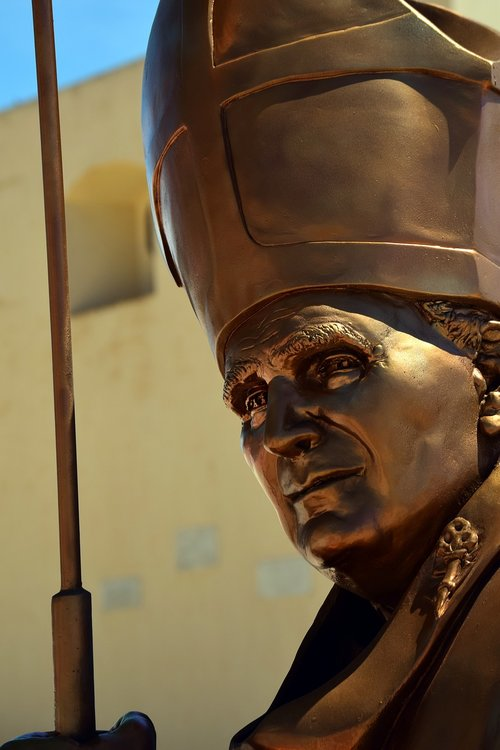 pope  john paul  statue