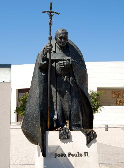 pope statue giovanni paolo according