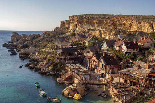 popeye,kaimas,malta,turizmas,kelionė,sala,įlanka,Viduržemio jūros,jūra,spalvinga,žinomas,orientyras,maltiečių,vanduo,saulėtas,pritraukimas,Rokas