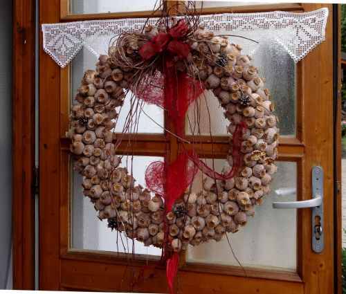 poppy poppy capsules wreath