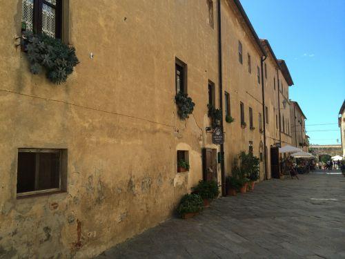 populonia italy tuscany
