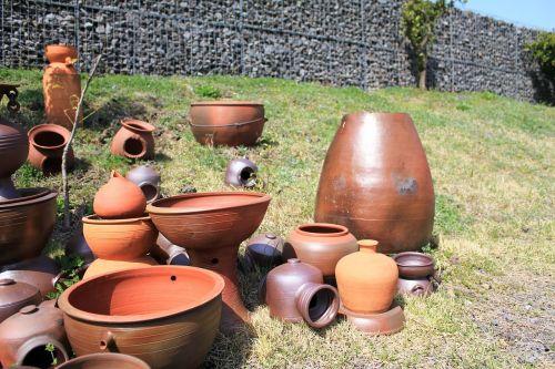 porcelain earthenware jar