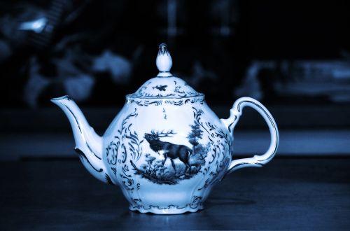porcelain tea pot garnish