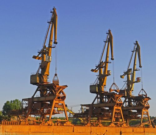 port harbour cranes betriebsverschmutzt