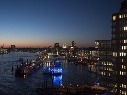 port hamburg landungsbrücken