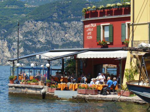 port harbour restaurant garda