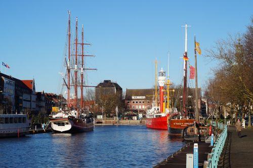 port ships homes