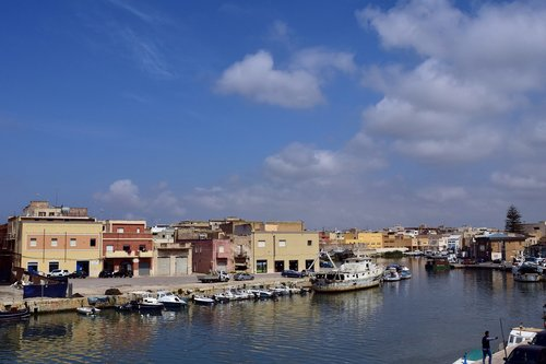 port  river  boats