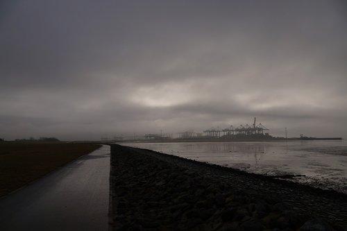 port  dike  away