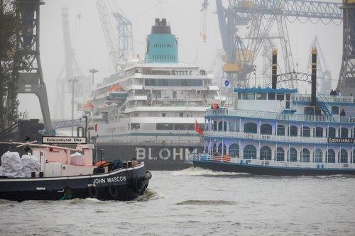 port  ships  dry dock