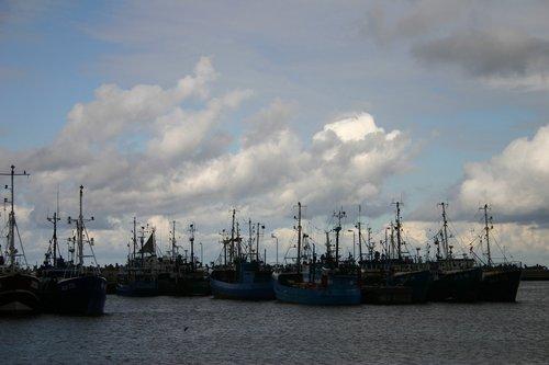 port  fishing vessels  sea