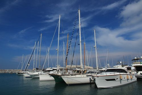port boats masts