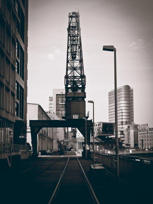 port crane industry
