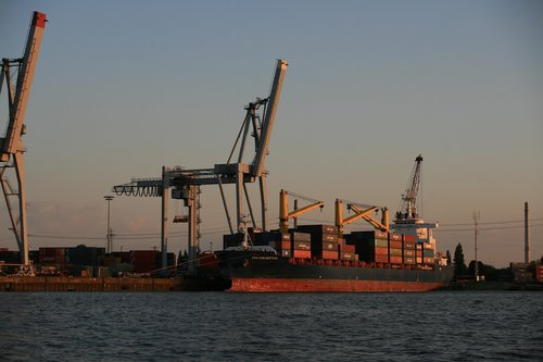 port of hamburg  container  cranes