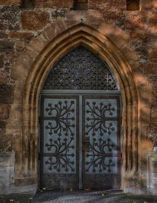 portalas,durys,mediena,senas,įvestis,senos durys,tikslas,vartai,bažnyčia,ornamentas,garbinimo namai,istoriškai,arka,bažnyčios durys,Senovinis,pastatas,geležis,įėjimo durys,papuoštas portalas,architektūra,papuoštas,kalvystė,smėlio akmuo,steinmetz,fasadas,Senamiestis,menas,siena