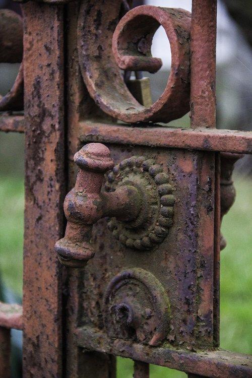 portal  detail  rusty