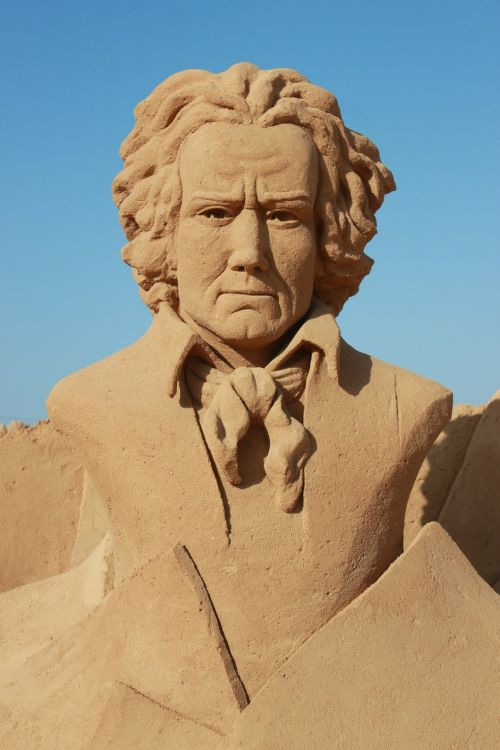 sculptures sand bust