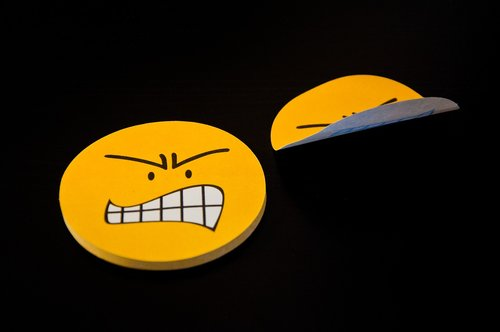 post it  yellow  smiley