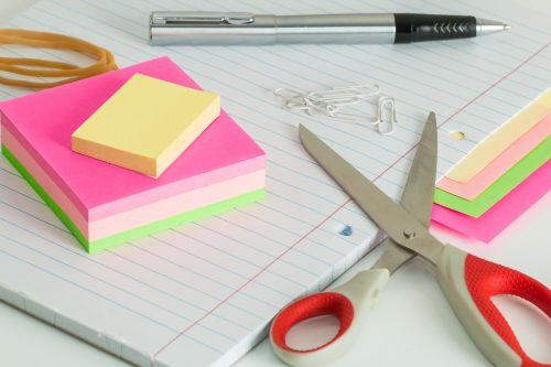 post it notes desk clutter