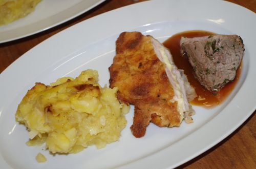potatoes pork sauce