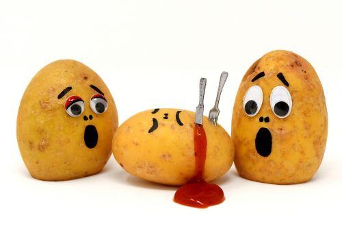 bulvės,kečupas,nužudymas,kraujas,juokinga,linksma,peilis,nužudyti,šakutė,bulvių nužudymas
