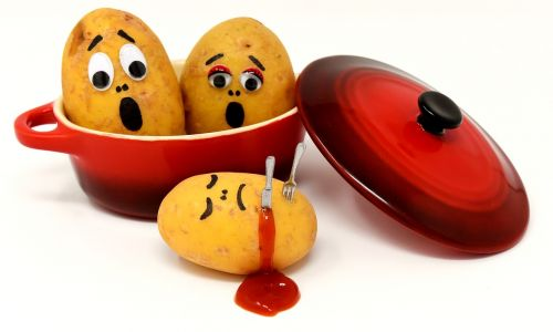 bulvės,kečupas,nužudymas,kraujas,puodą,juokinga,linksma,peilis,nužudyti,šakutė,bulvių nužudymas