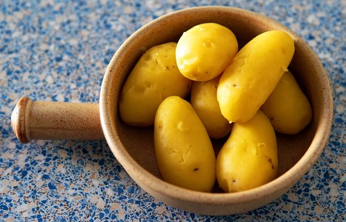 potatoes  peeled  kitchen work