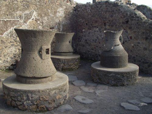pots vessels old